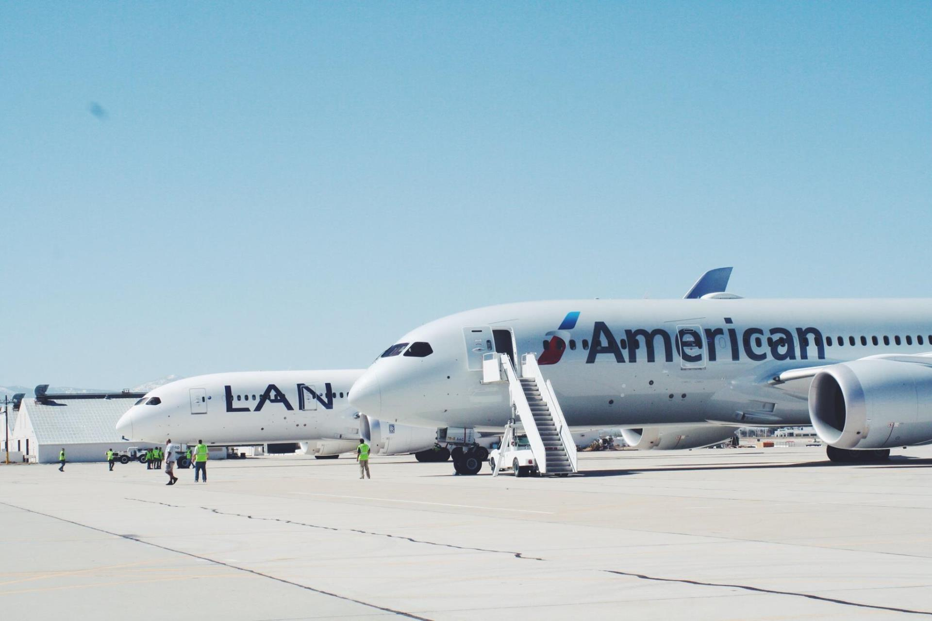 Planes from American and LAN Airlines parked on SCLA Runway